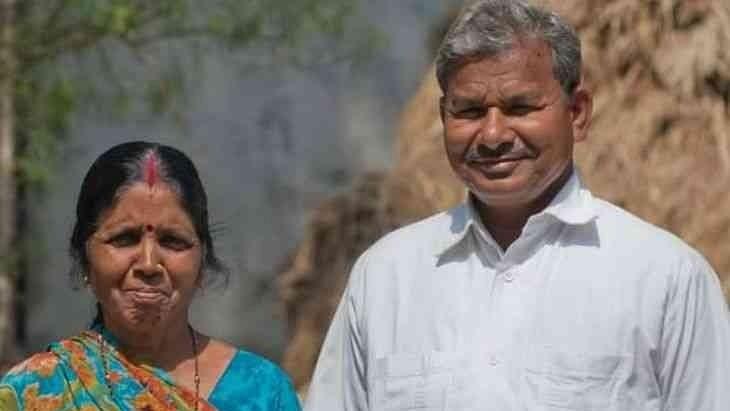 Lal Bihari 'Mritak' with his wife.