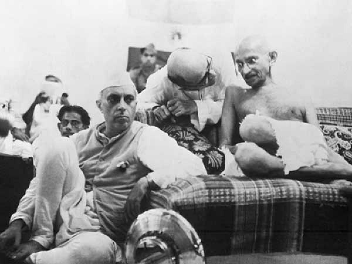 Gandhiji and Pt Nehru at Bombay Session of AICC