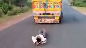 Kanhaiyalal Bhil tied to a truck and being dragged.