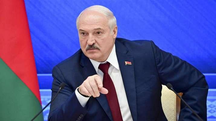 Belarus closes journalist organisation, continuing crackdown