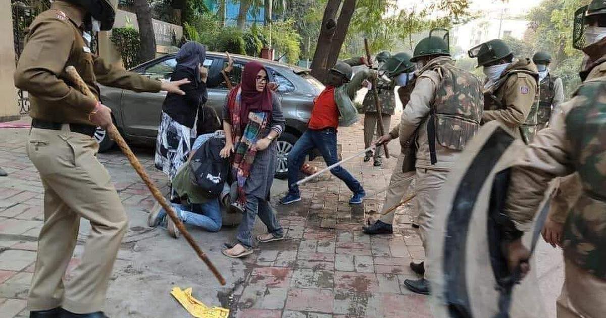 Police beating up Jamia students, Dec 2019