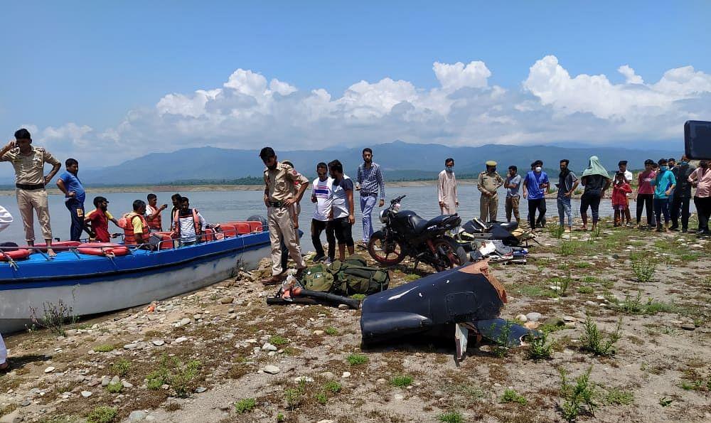 Army chopper crashed in Ranjit Sagar Dam in Punjab's Pathankot district, pilot and co-pilot safe