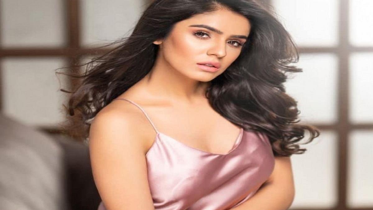 Punjabi actress Sidhika Sharma's music video 'Meri Mohabbat' opposite Omkar Kapoor is out now