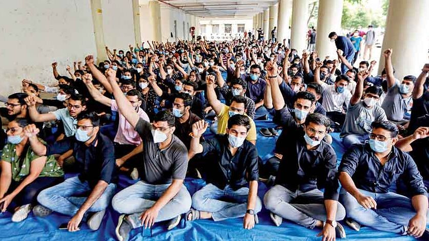 Gujarat: Resident doctors to return 'COVID warrior' certificates as strike enters sixth day