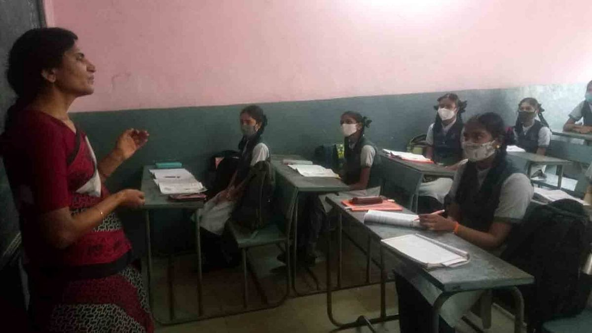 Classes from 6 to 8 begin offline in UP today