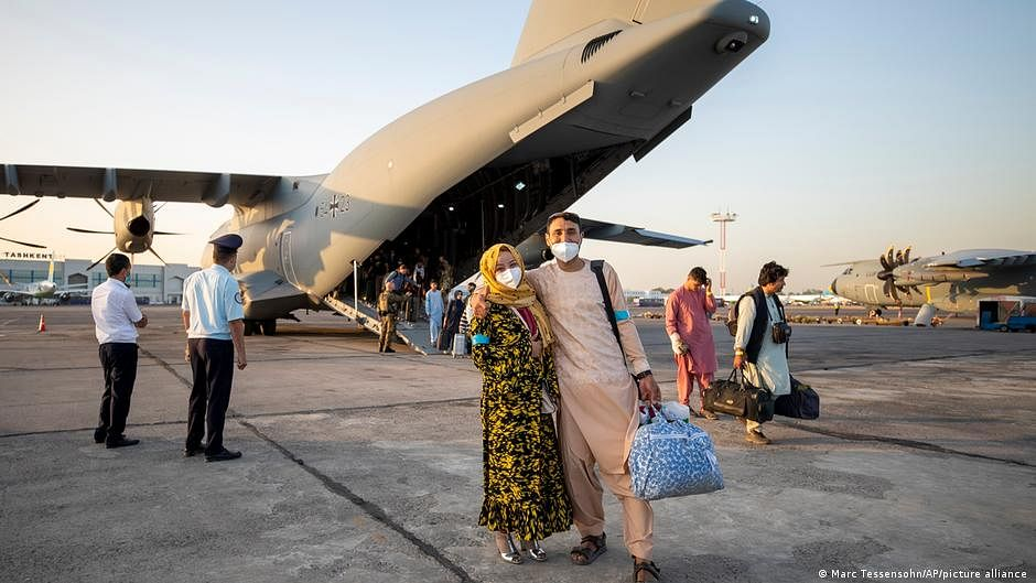 Airlift continues as world sizes up Taliban — live updates