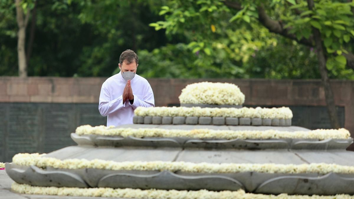 Rahul pays floral tributes to Rajiv Gandhi on his 77th birth anniversary