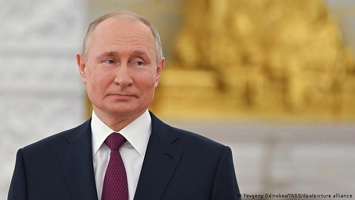 Early results in Russia show pro-Kremlin party leads