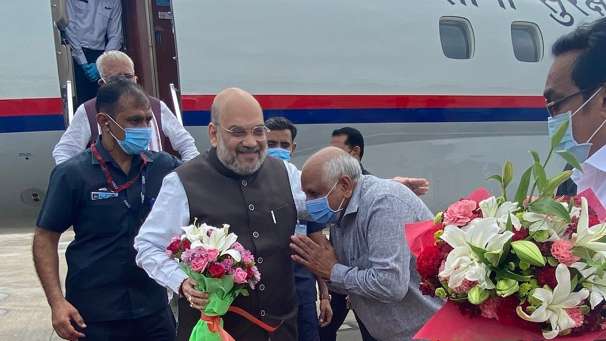 Bhupendra Patel receiving Amit Shah before the oath-taking ceremony (Photo: Twitter)