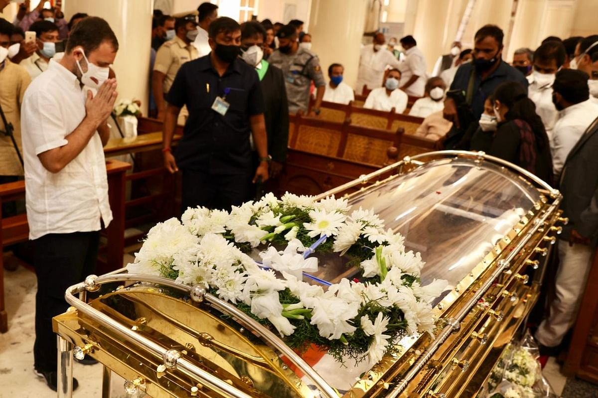 """Rahul Gandhi pays last respects to Oscar Fernandes, calls him """"true soldier"""" of Congress"""