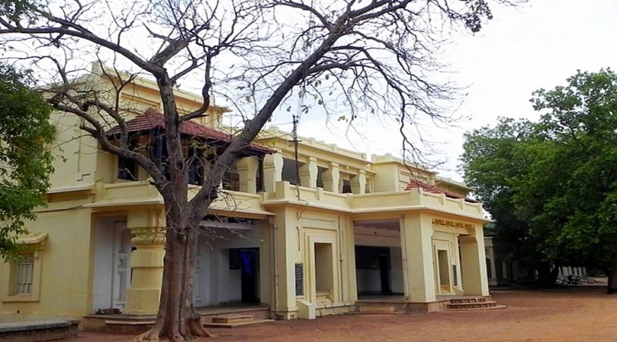 Visva Bharati receiving the JNU treatment