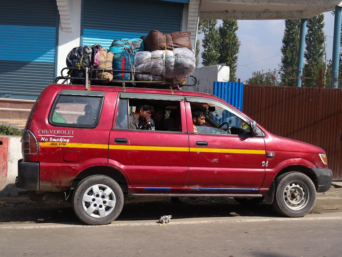 Exodus of migrant workforce may hit Kashmir badly