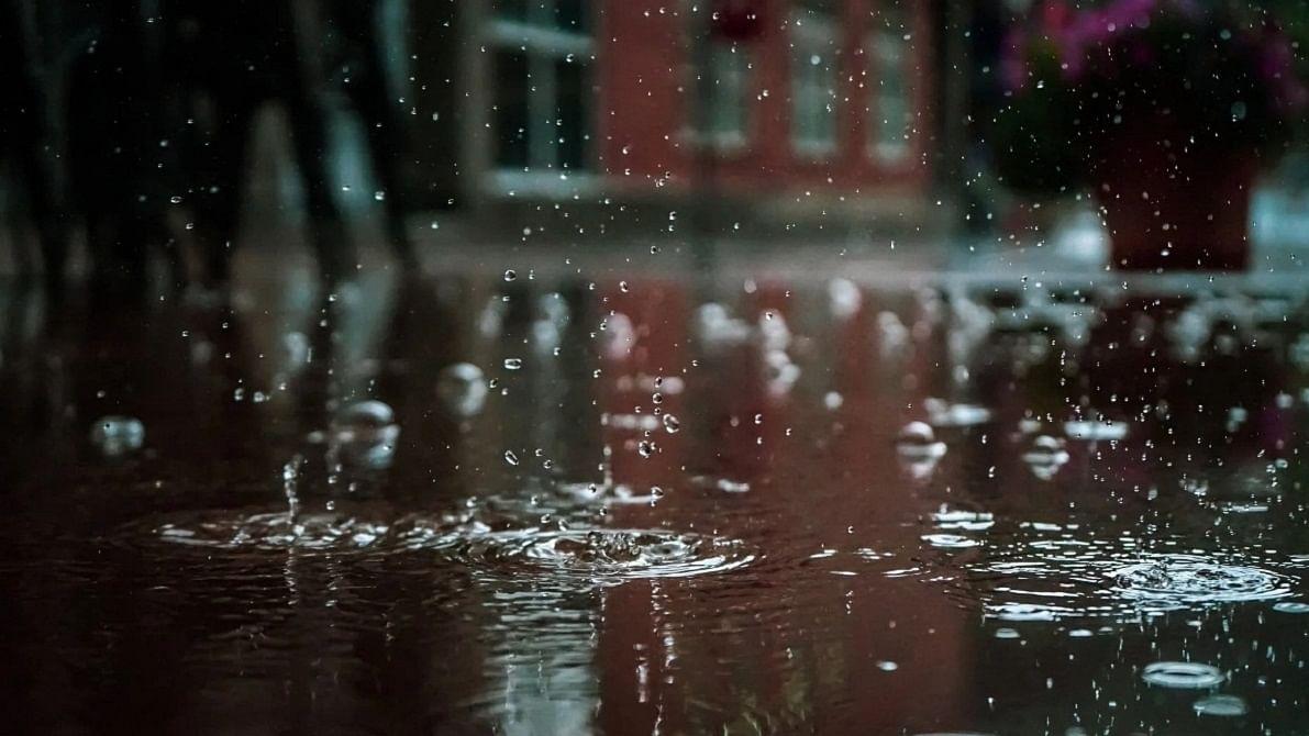 Possibility of light rain in Delhi