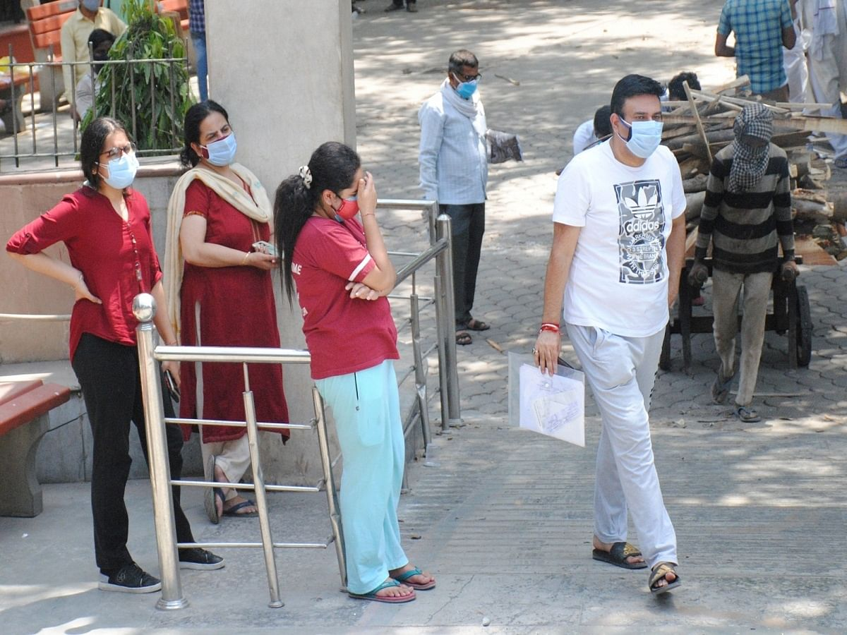 India records 15,981 COVID-19 cases, 166 fatalities in a day