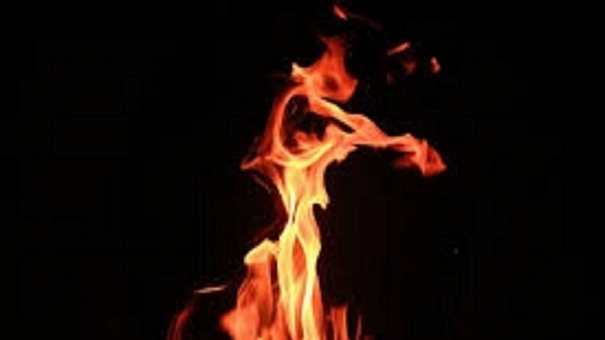 Massive blaze engulfs cloth godown in Delhi's Okhla