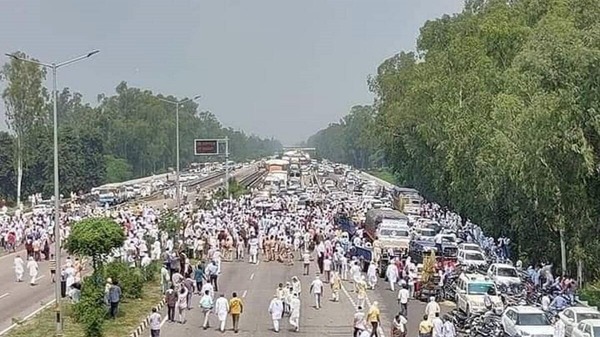 Farmers refuse to budge on the Dilli Chalo march, as Centre remains mostly silent on the protests