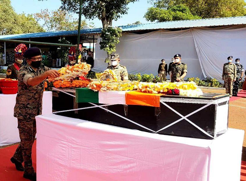 CRPF DG AP Maheshwari pays tribute to Nitin at Raipur
