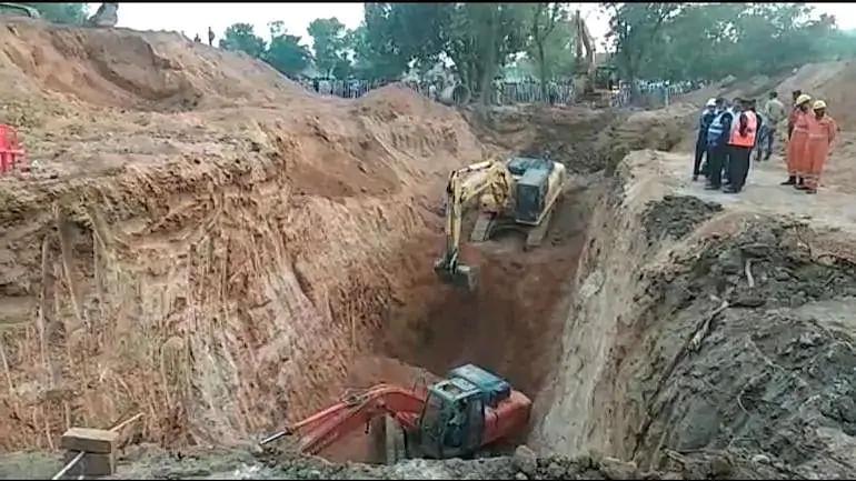 Madhya Pradesh rescue operation fails, as child stuck in borewell dies