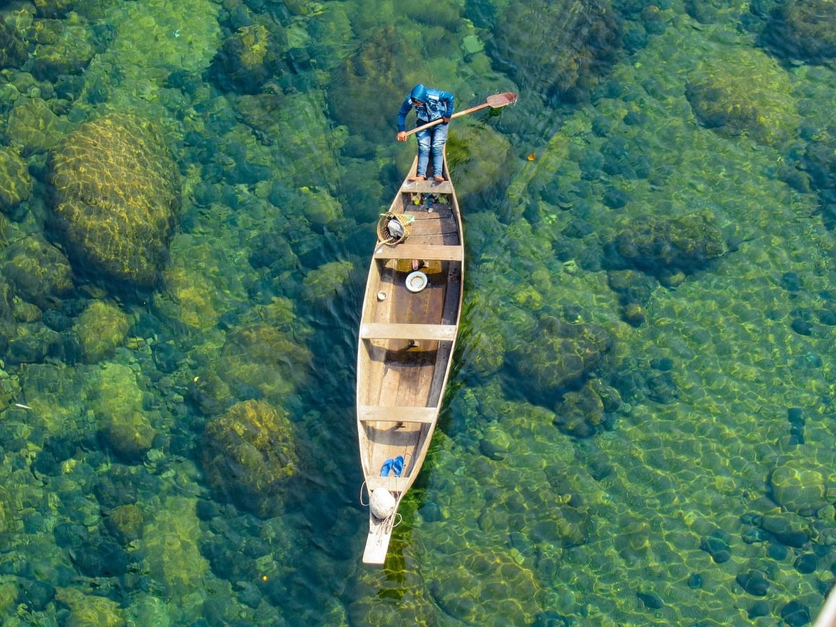 Crystal clear Dawki river in Meghalaya