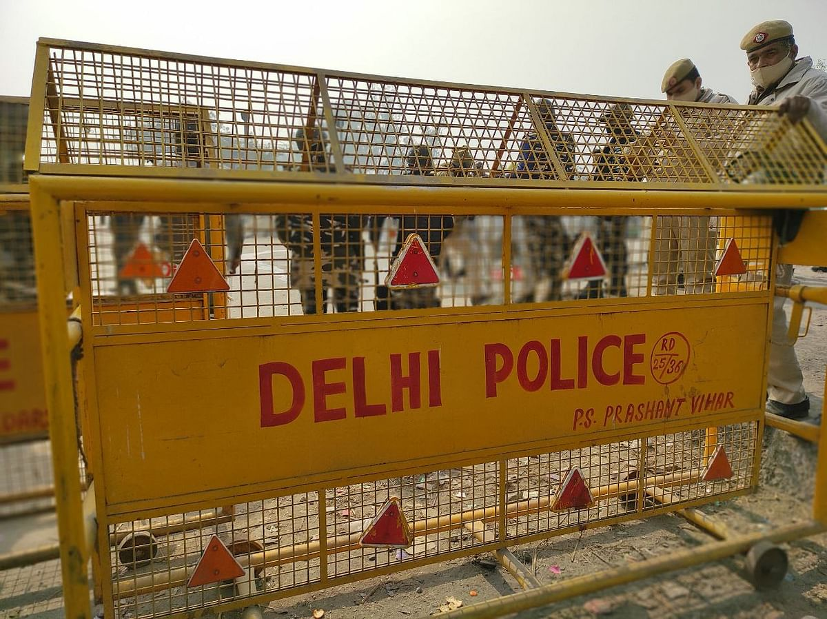 Singhu border turns warzone as police use force after 'locals' clash with farmers; one SHO injured