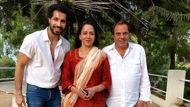 Sidhu with BJP MP Hema Malini and her husband Dharmendra