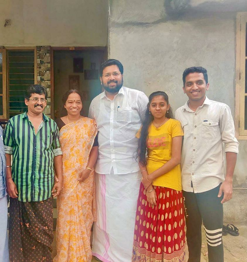MLA KS Sabarinadhan with Jayashree and her family