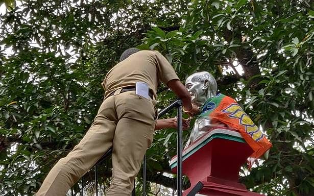 BJP flag draped over Gandhi bust in Palakkad Municipality compound incites protests