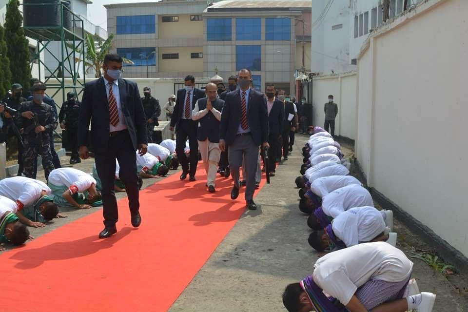 Did Manipur CM N Biren Singh make schoolchildren to kneel and bow down as he walked past?