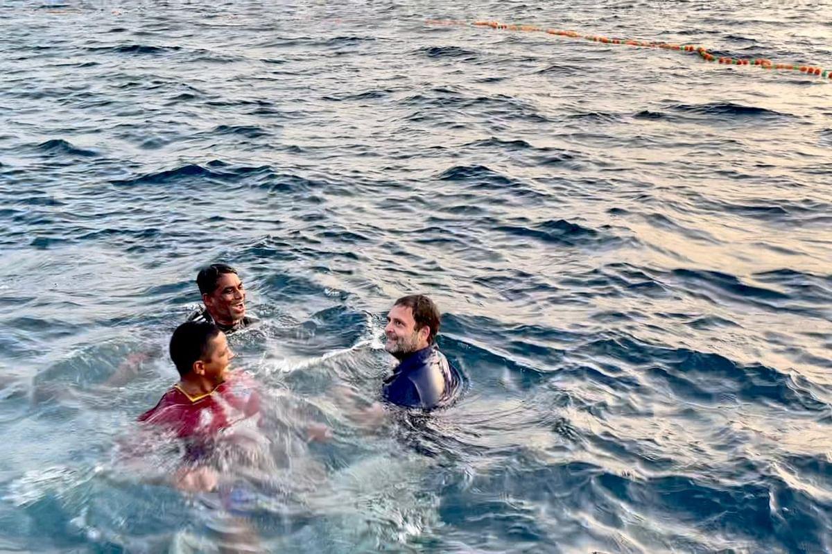 Rahul Gandhi with fishermen of Kollam in the Arabian Sea