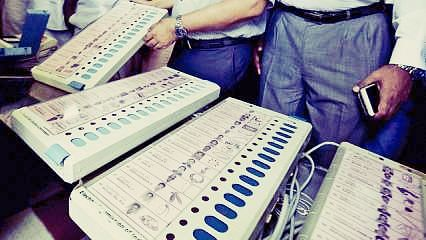 Officials try opening EVM strong room in Kazhakoottam constituency; withdraw attempt after protests