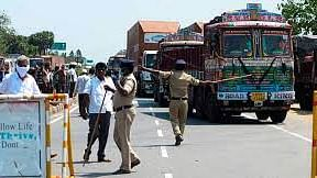 """Tighter restrictions at Kerala-TN border; """"Tughlaq"""" decision of Kozhikode collector draws ire"""