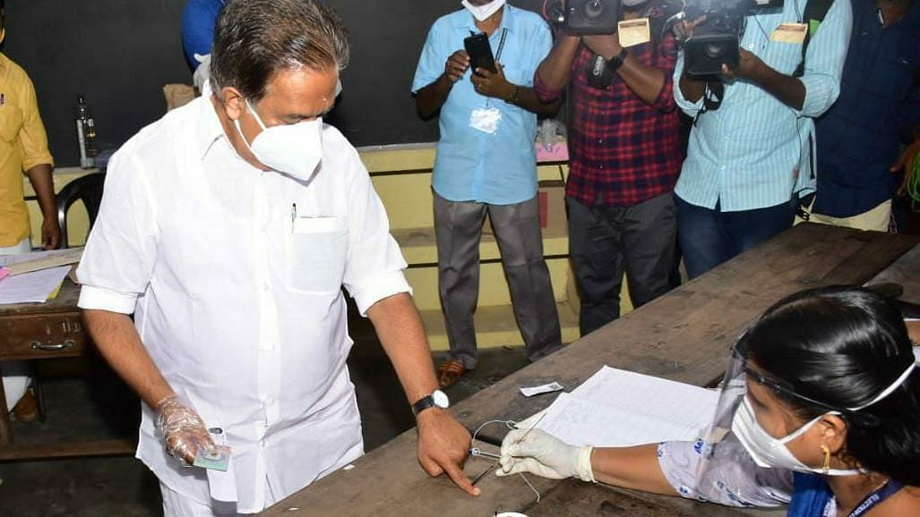 Responsible Kerala voters turn down second postal ballot; Oppn point out widespread irregularity