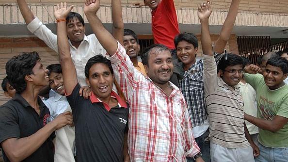 अपने छात्रों के साथ आनंद कुमार/ फोटो: Getty Images