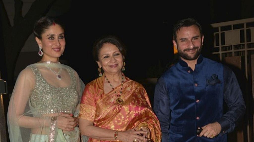 अपने बेटे सैफ अली खान और बहु करीना कपूर के साथ शर्मिला टैगार/ फोटो: Getty Images