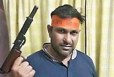 असलहे और बमों के भंडार के साथ बंगाल में बड़े पैमाने पर दंगों की तैयारी में बीजेपी