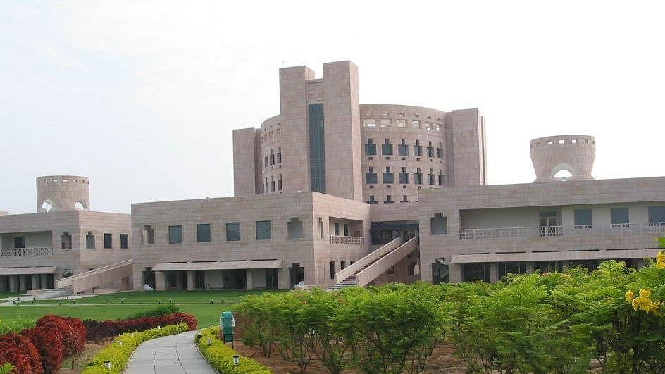 माखनलाल चतुर्वेदी राष्ट्रीय विश्वविद्यालय में बनेगी गौशाला, कुलपति कुठियाला की मनमानी