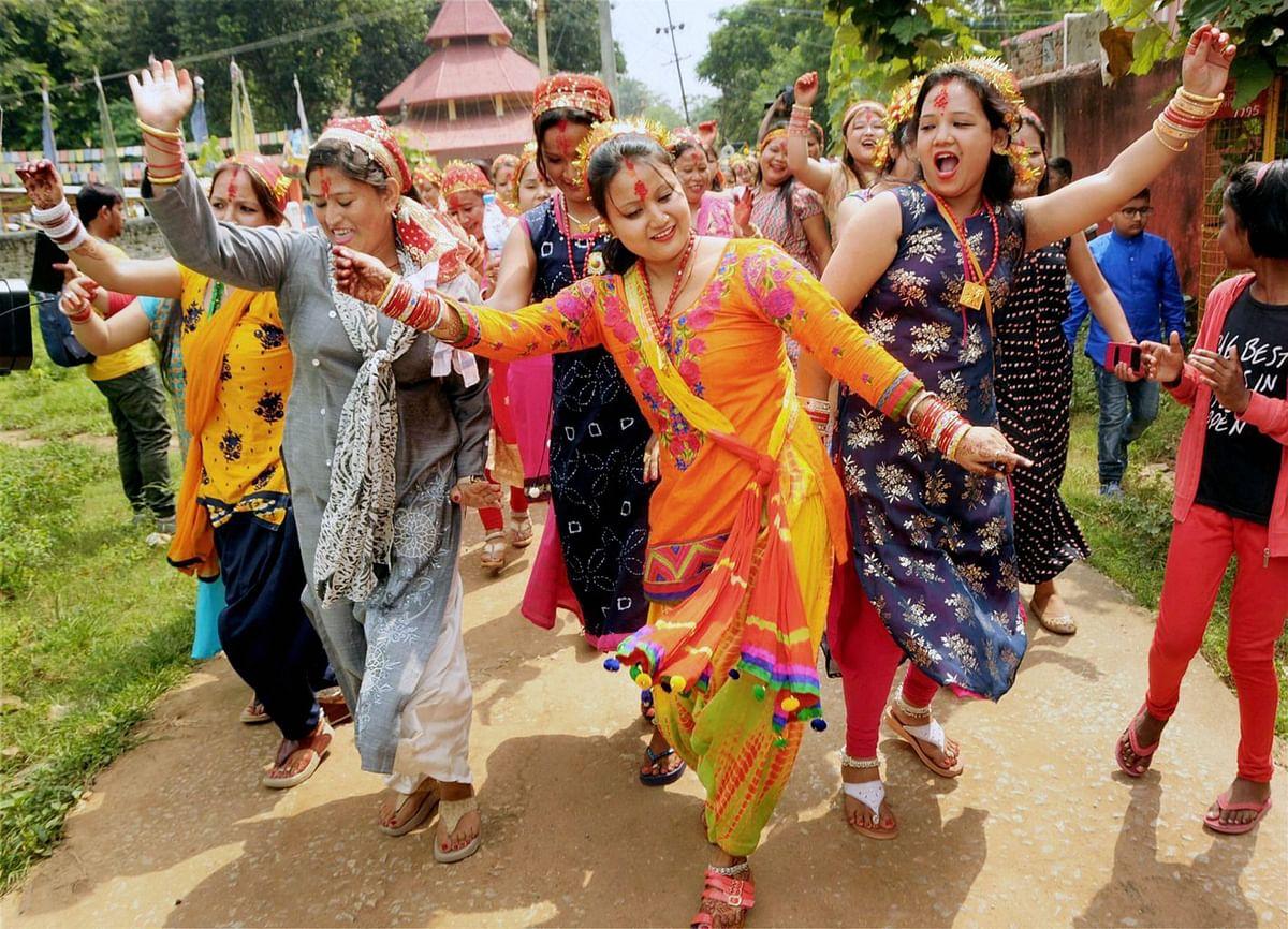 दूर्गा पूजा और विश्व पर्यटन दिवस की धूम, 27 सितंबर को देखें तस्वीरों में