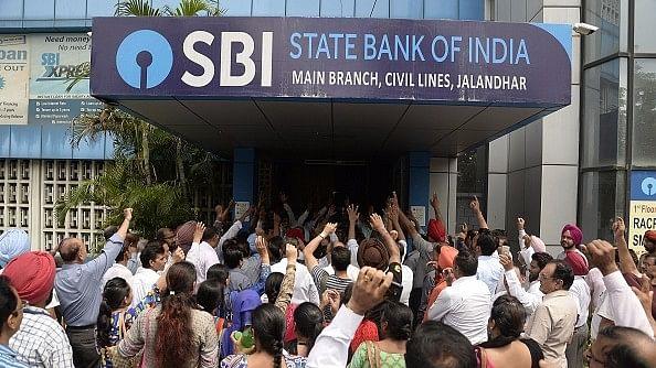 नोटबंदी से फायदे के बाद भी बैंकों की हालत खराब क्यों है?