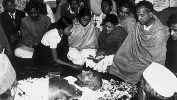 तुषार गांधी ने महात्मा गांधी की हत्या की दोबारा जांच के विरोध में दायर की याचिका