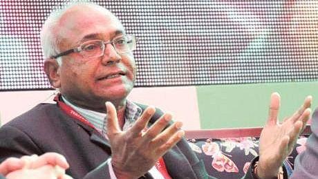दलित लेखक कांचा इलैया को हैदराबाद के उनके घर में किया गया नजरबंद