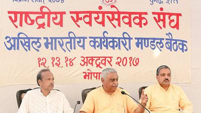 सरकार विरोधी रुख का दिखावा कर गांवों के ध्रुवीकरण की तैयारी में संघ