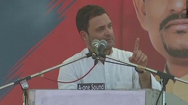 गुजरात रैली में राहुल का नया हमला, कहा, मोदी का जीएसटी है 'गब्बर सिंह टैक्स'