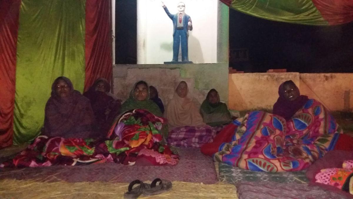 रामनगर में धरने पर बैठी महिलाओं की मांग, चंद्रशेखर पर से रासुका हटेगी या हम मरेंगे