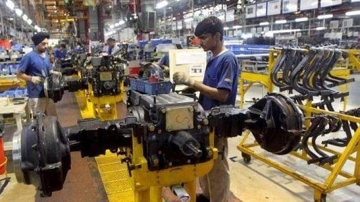 अर्थव्यवस्था की हालत खराब : देश के औद्योगिक विकास को तगड़ा झटका