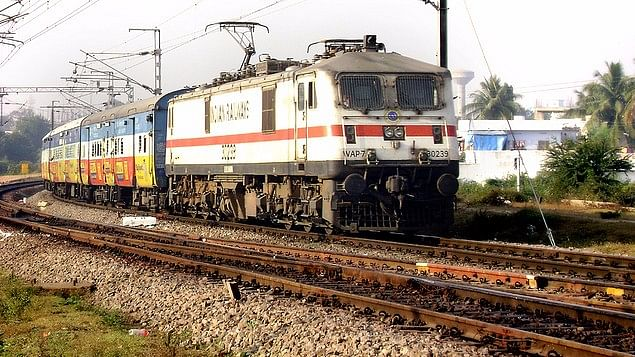 जाना था जापान, पहुंच गए चीन...! भारतीय रेल का नया कारनामा, महाराष्ट्र जाने वाली ट्रेन को पहुंचा दिया मध्य प्रदेश