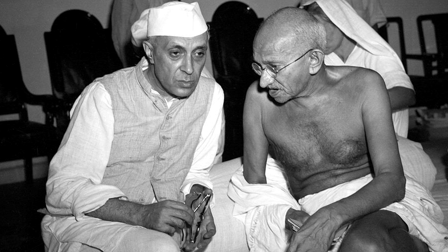नेहरू ने गांधी के विचारों पर चलकर भारत को आधुनिक विश्व के सामने खड़ा किया