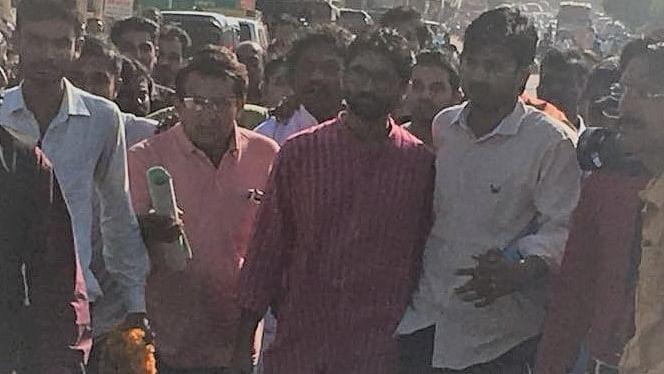 गुजरात के चुनावी समर में उतरे जिग्नेश : 'वडगाम से उम्मीदवार, लेकिन लक्ष्य वडनगर के पीएम की हार'