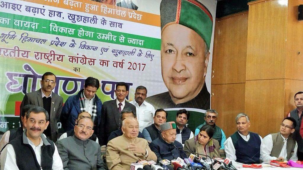 हिमाचल में कांग्रेस ने जारी किया घोषणा-पत्र, युवाओं, बुजुर्गों और किसानों के हितों का रखा ध्यान