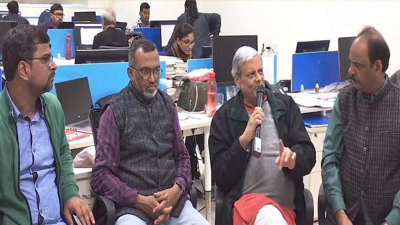 'गुजरात चुनाव में कांग्रेस के बढ़ते कदम से हताश दिखी बीजेपी'