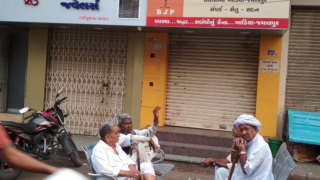 अहमदाबाद में ही संकट में है बीजेपी, मुस्लिम आबादी वाली सीटों पर हो सकता सफाया
